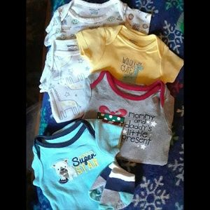 Lot of 5 NB onsies *With FREE gift*